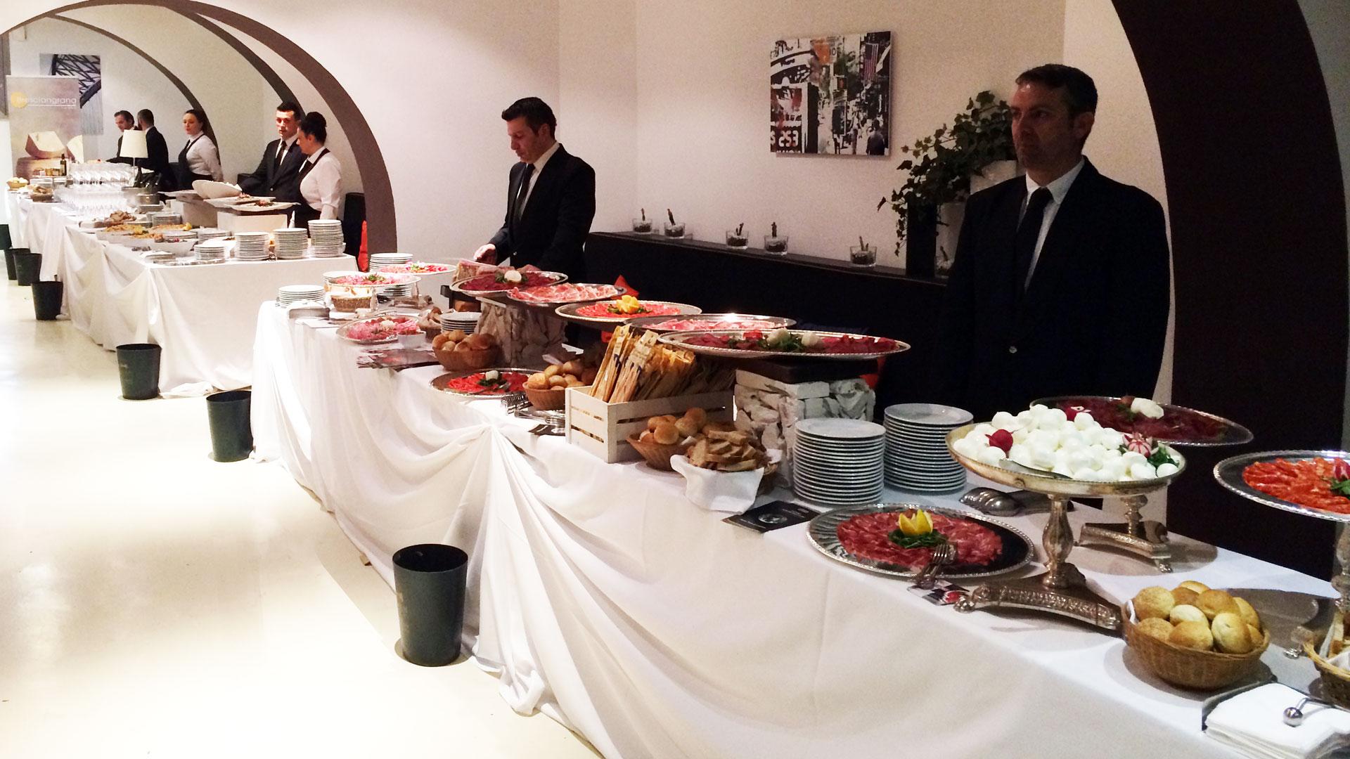 Buffet con camerieri Evento Aziendale