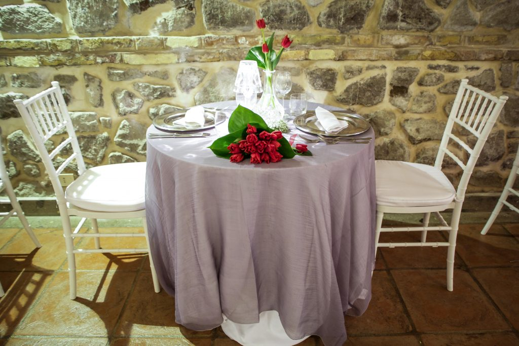decorazione tavola tulipani rossi